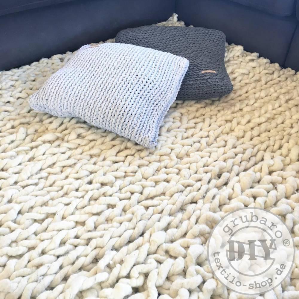gestrickter-Teppich-aus-Filzseil