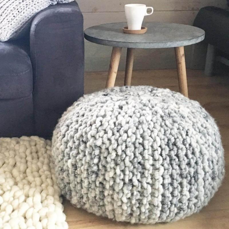 Bodenkissen aus Wollschnur Hellgrau