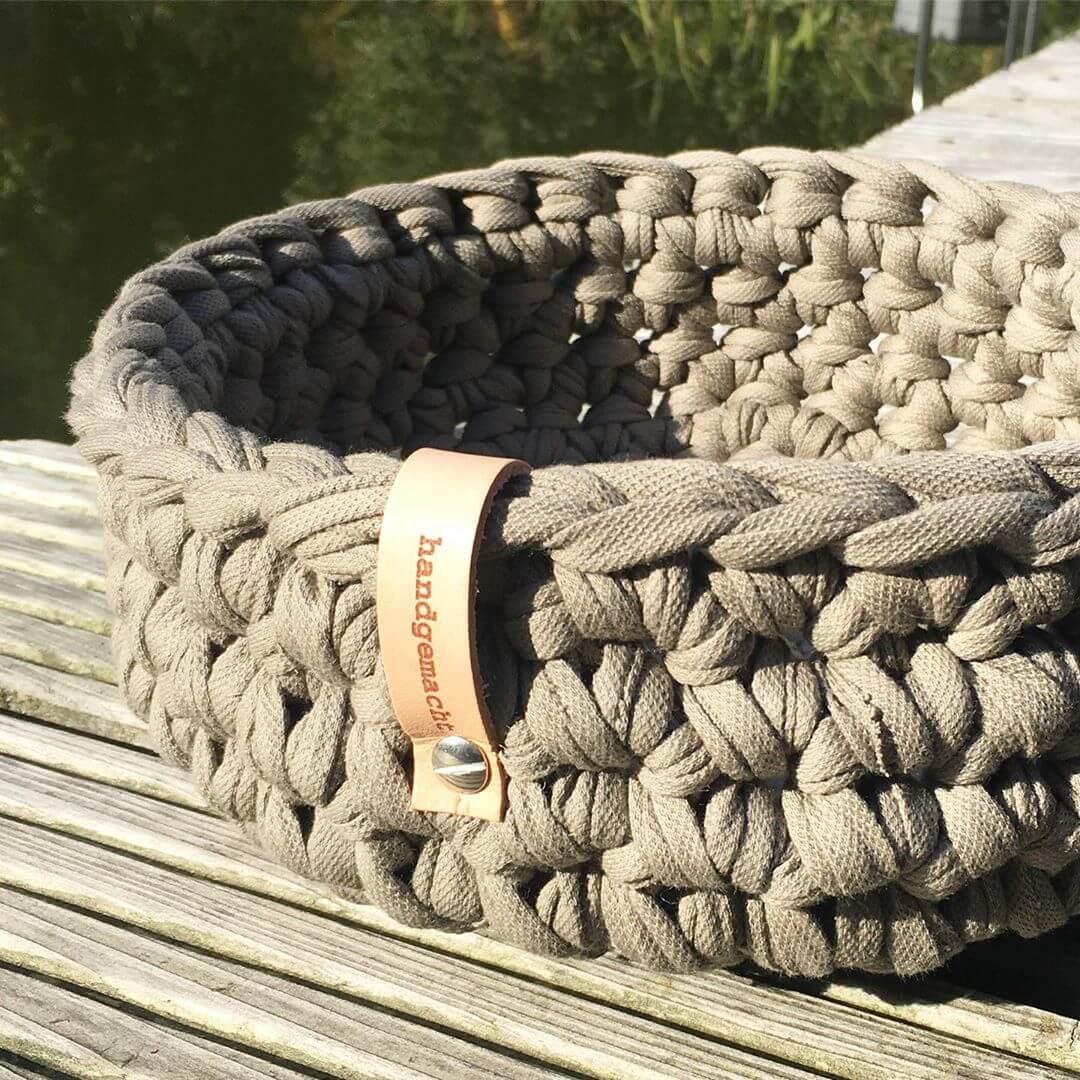 Haekelkorb-aus-Textilo-Stripe-Taupe-W-Textilgarn-1
